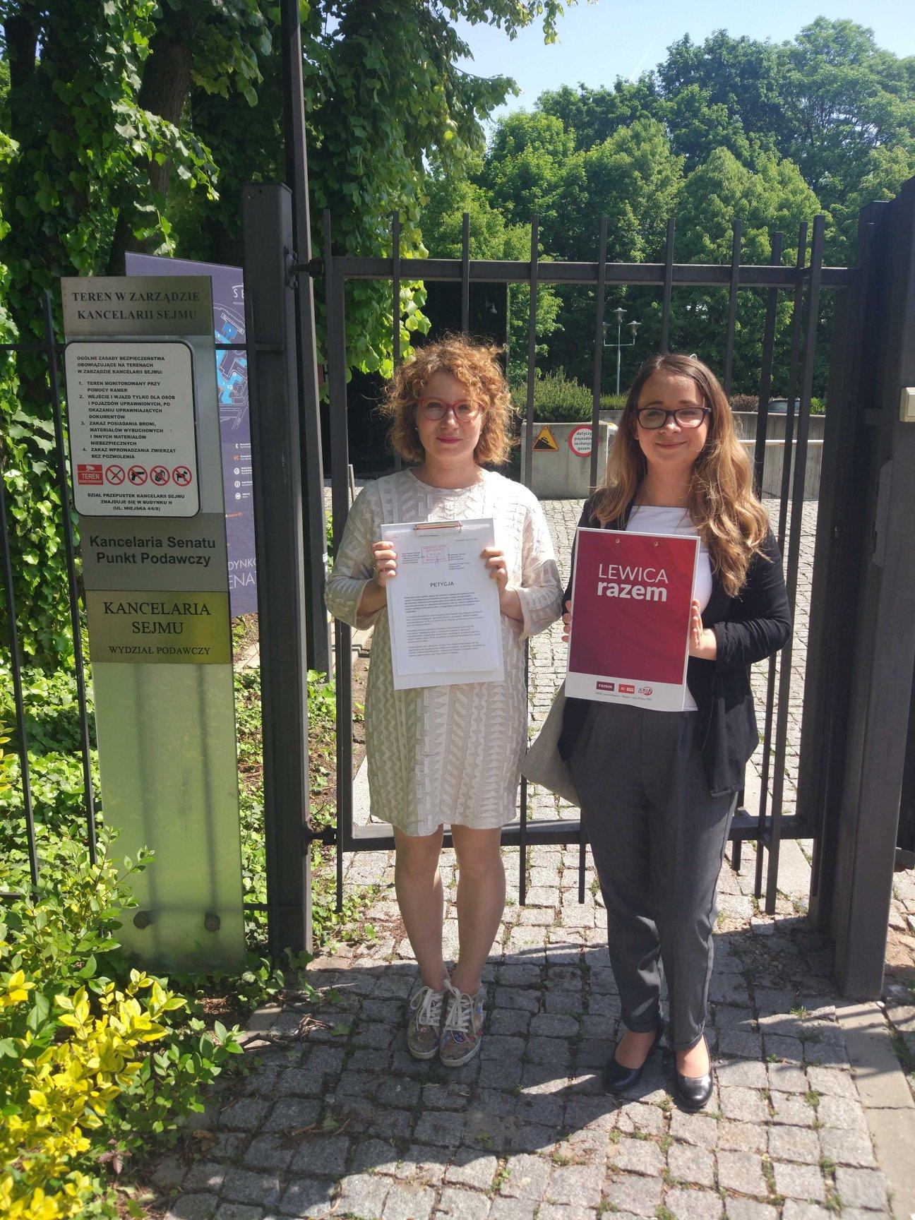 Złożyłyśmy z Daria Gosek-Popiołek petycję o zniesienie opłat za pobyt rodziców o