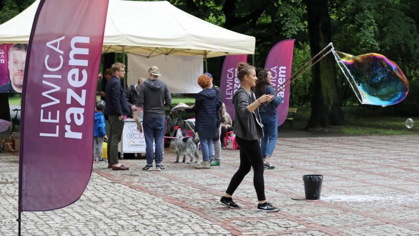 Zandberg: Lewica Razem przekonuje do swoich postulatów na ulicach miast i miasteczek | Polska Agencja Prasowa SA