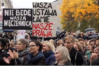 May be an image of 6 people, people standing and text that says 'WASZA NIE BEDE USTAWA WASZA LAMIE A MECZENNICĄ NAS NASZE PRAWA'