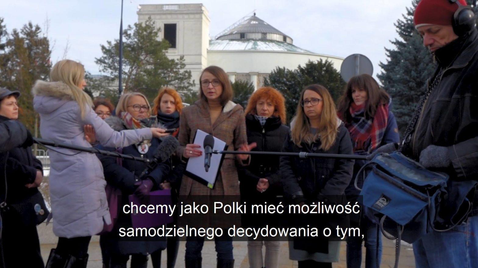 Obejrzyj Razem i OSK składają do Sejmu projekt dot. przerywania ciąży